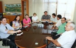 O prefeito em exercício, Eduardo Scirea, recebeu a deputada Luciana Rafagnin e o presidente do Conselho de Saúde, Valdemar Bello, acompanhados de lideranças de diversos segmentos
