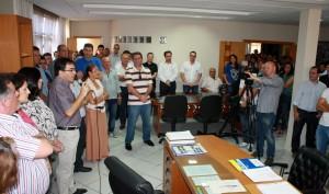 Durante evento no gabinete, o prefeito Cantelmo Neto reassumiu a Prefeitura, após ficar 30 dias licenciado e ser substituído pelo vice, Eduardo Scirea