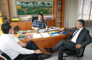 Prefeito Cantelmo Neto recebeu o gerente da Caixa, Ilto Bendo, e o novo superintendente regional, Edilson Zanatta