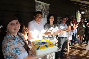 """Comemoração teve direito a bolo e """"parabéns pra você"""""""