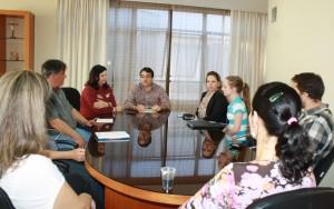 Novos profissionais foram recebidos pelo prefeito Cantelmo neto, que oficializou a contratação dos farmacêuticos