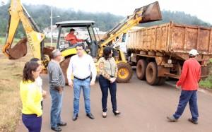 O prefeito Cantelmo Neto e a secretária de Saúde, Rose Mari Guarda, acompanharam parte do trabalho de coleta dos materiais nesta terça-feira