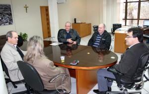 Os irmãos Nelson e Edgar foram recebidos pelo prefeito Cantelmo Neto; Gervásio Kramer e Monica Miró também acompanharam o encontro