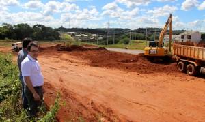 Prefeito Cantelmo Neto visitou as obras de preparação do local e quer abrir a Upa ainda em junho, após a conclusão do acesso