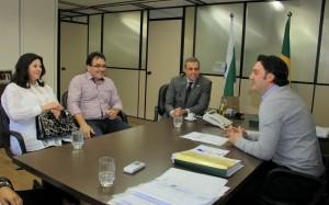Secretária Rose Guarda, prefeito Cantelmo Neto e deputado estadual Ricardo Arruda, apresentaram o projeto de nova ponte em Beltrão ao secretário de Desenvolvimento Urbano, Ratinho Junior