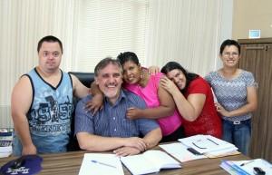 No início deste ano, enquanto estava como prefeito pela segunda vez, Eduardo Scirea recebeu a visita de alunos da Apae