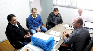 Prefeito Cantelmo Neto, Nelcir Basso e Pedro 'Tufão' se reuniram com Evandro dos Santos e Claudio Masiero, do Frigorífico Sigma, para apresentar o projeto de pavimentação