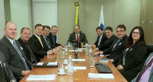 O prefeito Cantelmo Neto e a secretária de Saúde, Rose Guarda, participaram de reunião com o ministro da Saúde, Ricardo Barros, para apresentar o projeto de qualificação da Upa 24 Horas